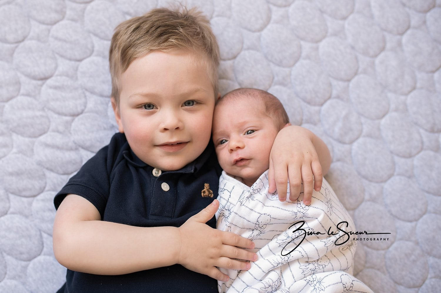 toddler-with-newborn-sister-lifestyle