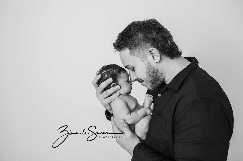 black-and-white-newborn-daddy-portrait-perth-studio